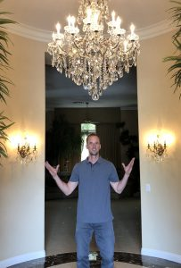 best-chandelier-cleaner-in-vegas